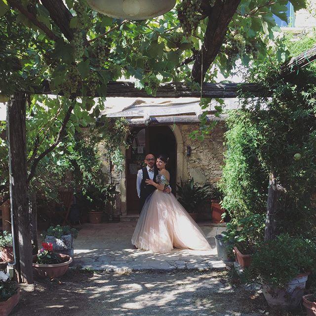 Loro sono Anne-Carole e Andrea, che oggi hanno deciso di festeggiare con noi la loro unione! Siamo felici di aver conosciuto la loro splendida famiglia e i loro amici! In bocca al lupo da tutta la squadra di #agriterranova