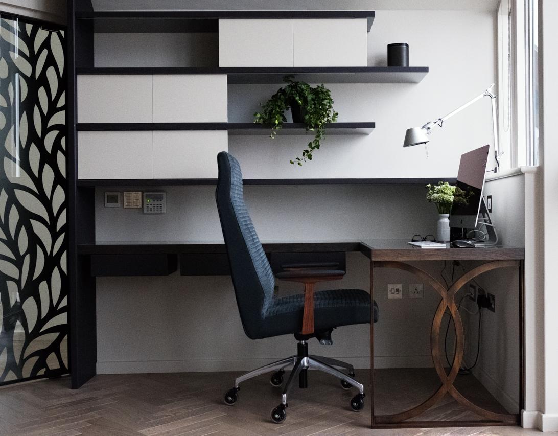 SHW_Desk_front.jpg