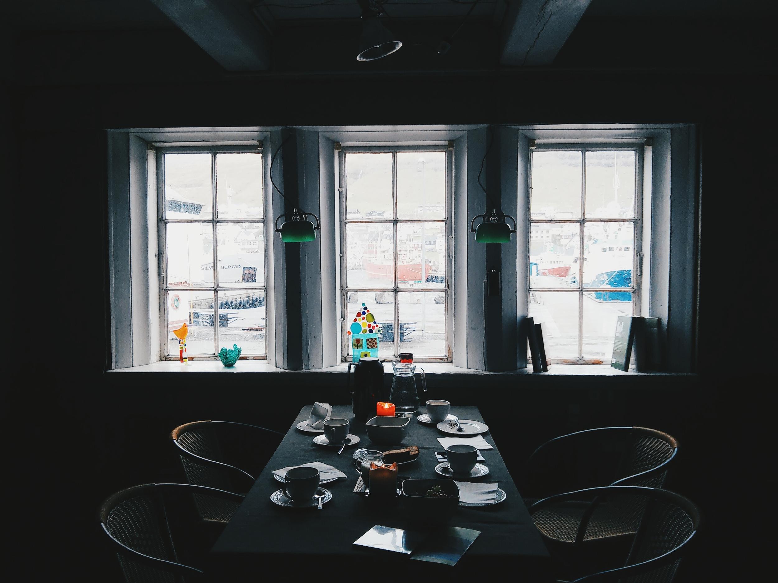 Το δωμάτιο που σέρβιρε ο Γιόγκβαν τον καφέ