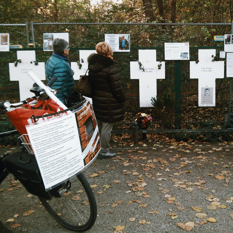 Μνημείο για τα θύματα του Τείχους κοντά στο Κοινοβούλιο