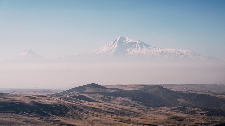 Το όρος Αραράτ, όπως φαίνεται απ' την τοποθεσία Charent's Arch στην Αρμενία.