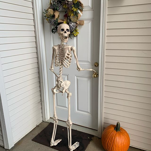 Mr. Bones stopped by for a Jaw-dropping tour today! He was looking to get into a two bedroom before Halloween. In his bones he felt Brookridge Heights was the right place for him and that our move-in specials were a bone-afide steal. Call today to check them out for yourself! #thesepunsarehumerous #veryskullfulatpuns #hopetheytickleyourfunnybone #checkoutourfibula-ousapartments  @ Brookridge Heights Apartments