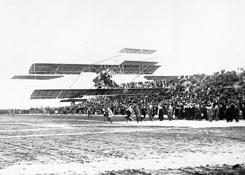 Glen Curtiss wows the crowd at Dominguez Field.  (UCLA. Los Angeles Times Photographic Archive. Department of Special Collections, Charles E. Young Research Library, UCLA)