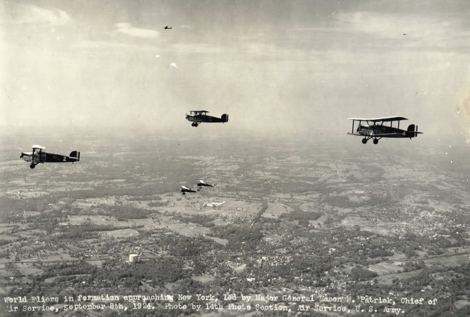 The three World Cruisers in formation on their way to New York. ( National Air and Space Museum, Smithsonian Institution)
