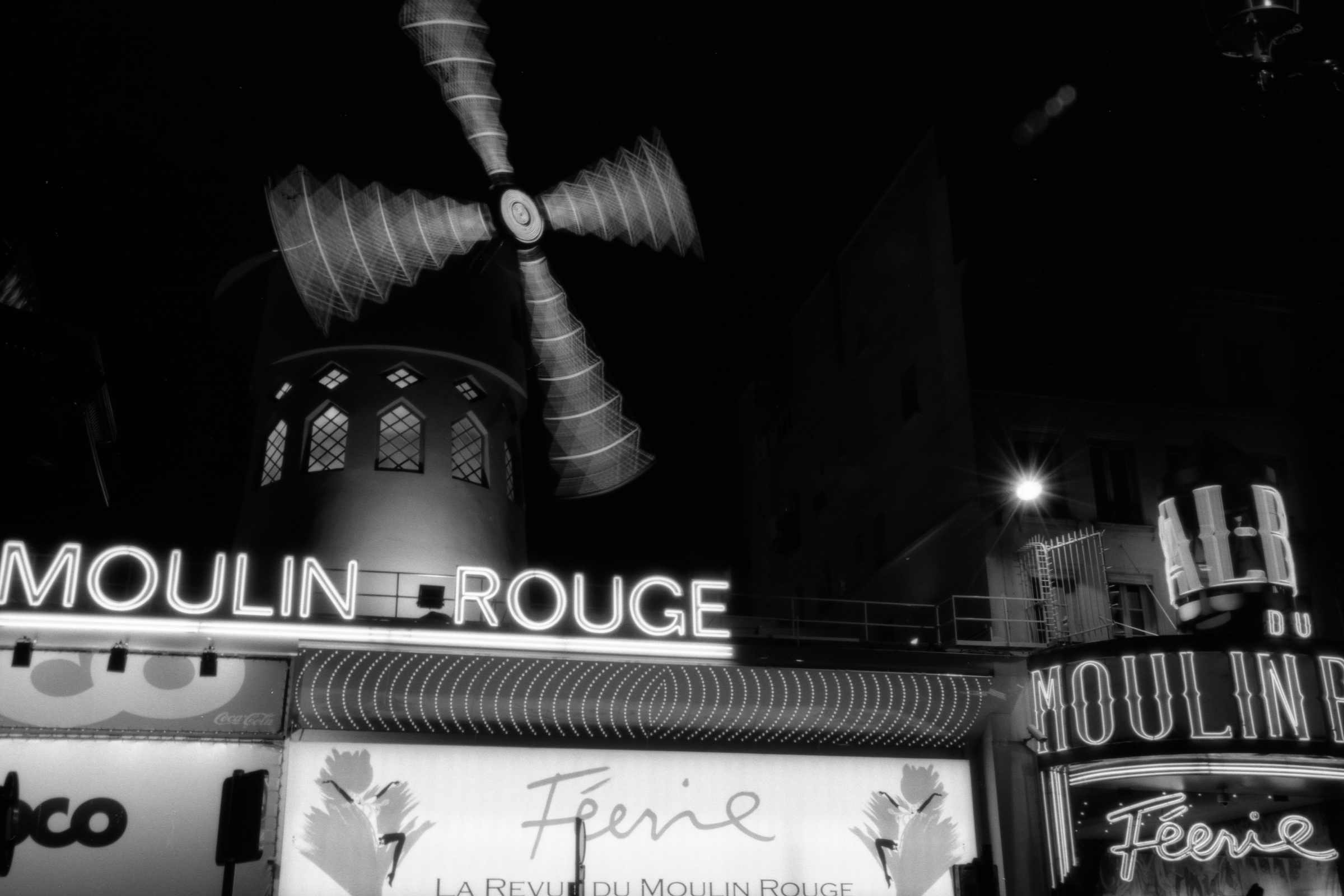 Moulin Rouge, Paris.jpg