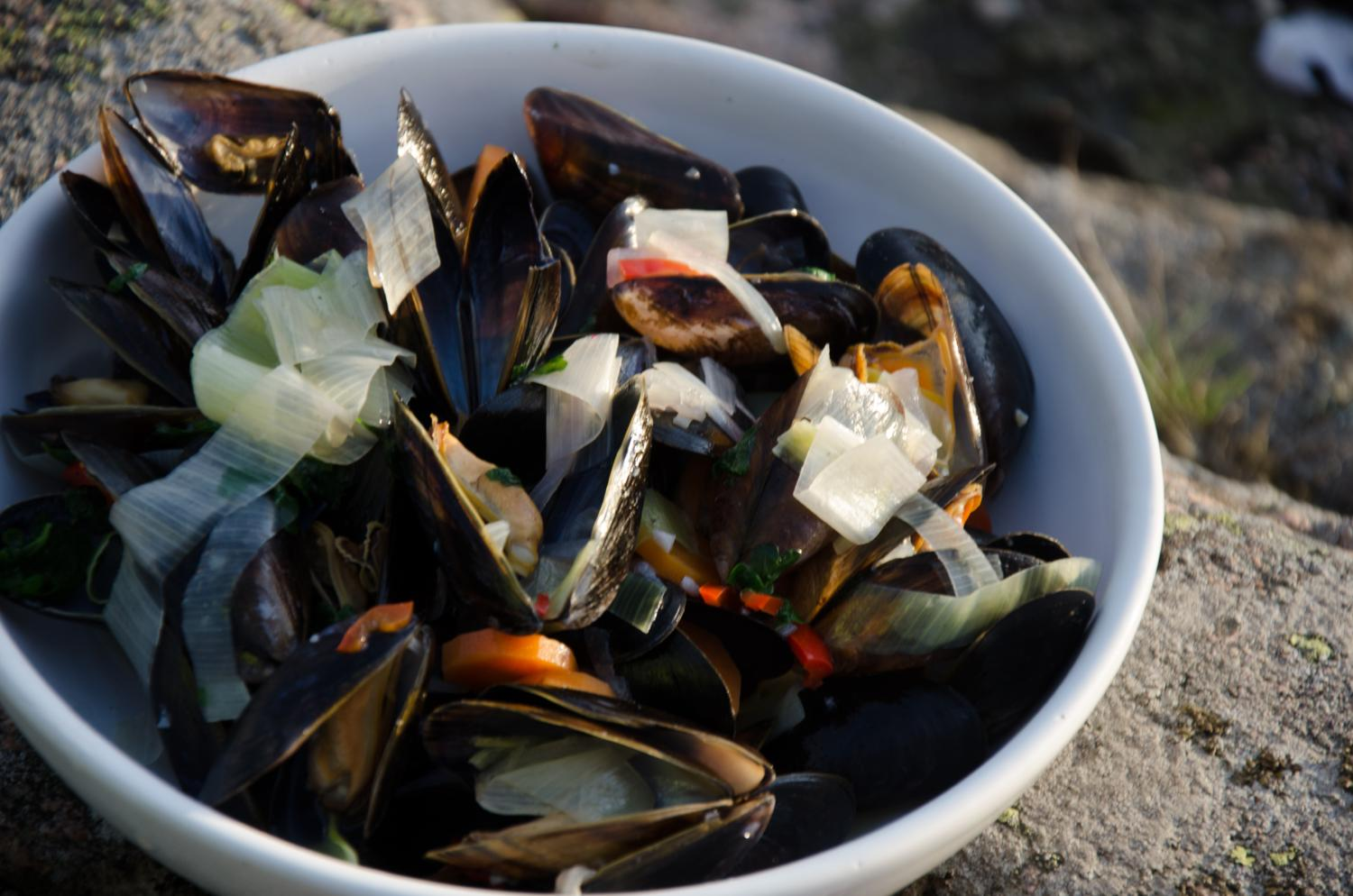 Mussels ready and served