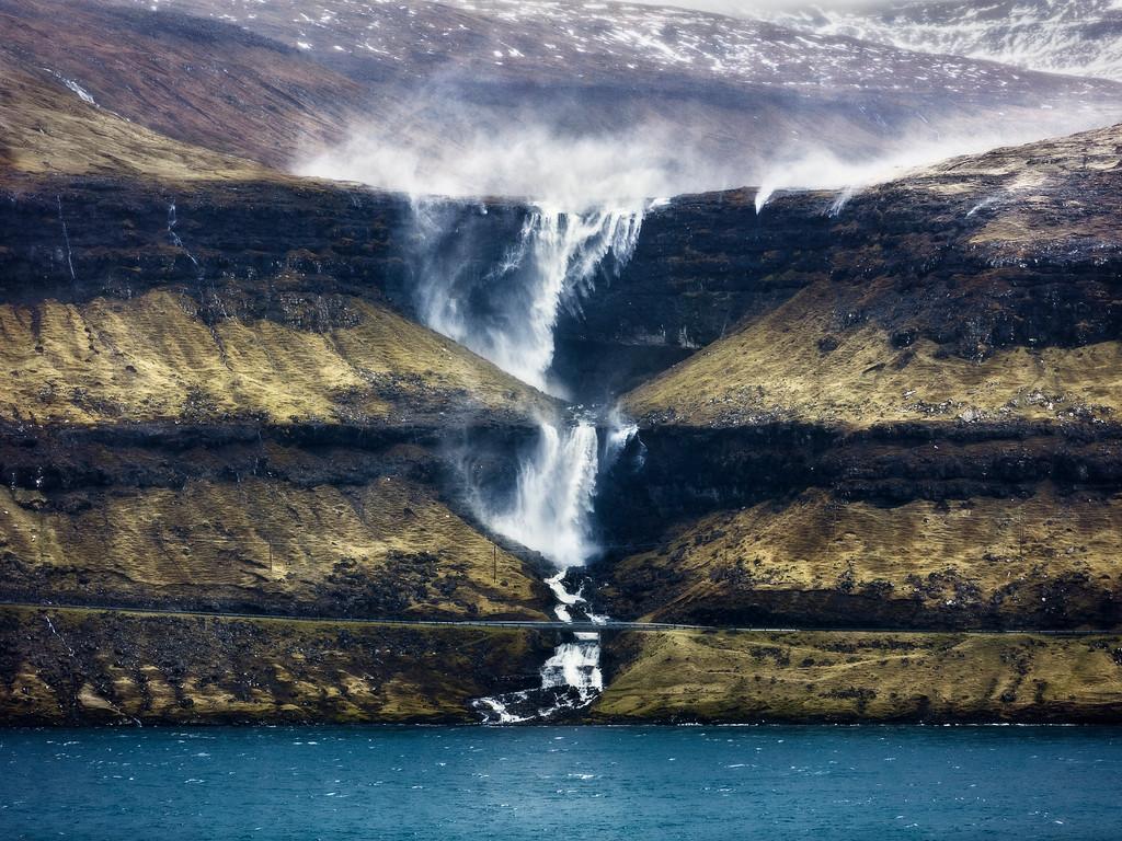 Fossa hori waterfall faroe islands streymoy tallest wind storm layers-XL.jpg