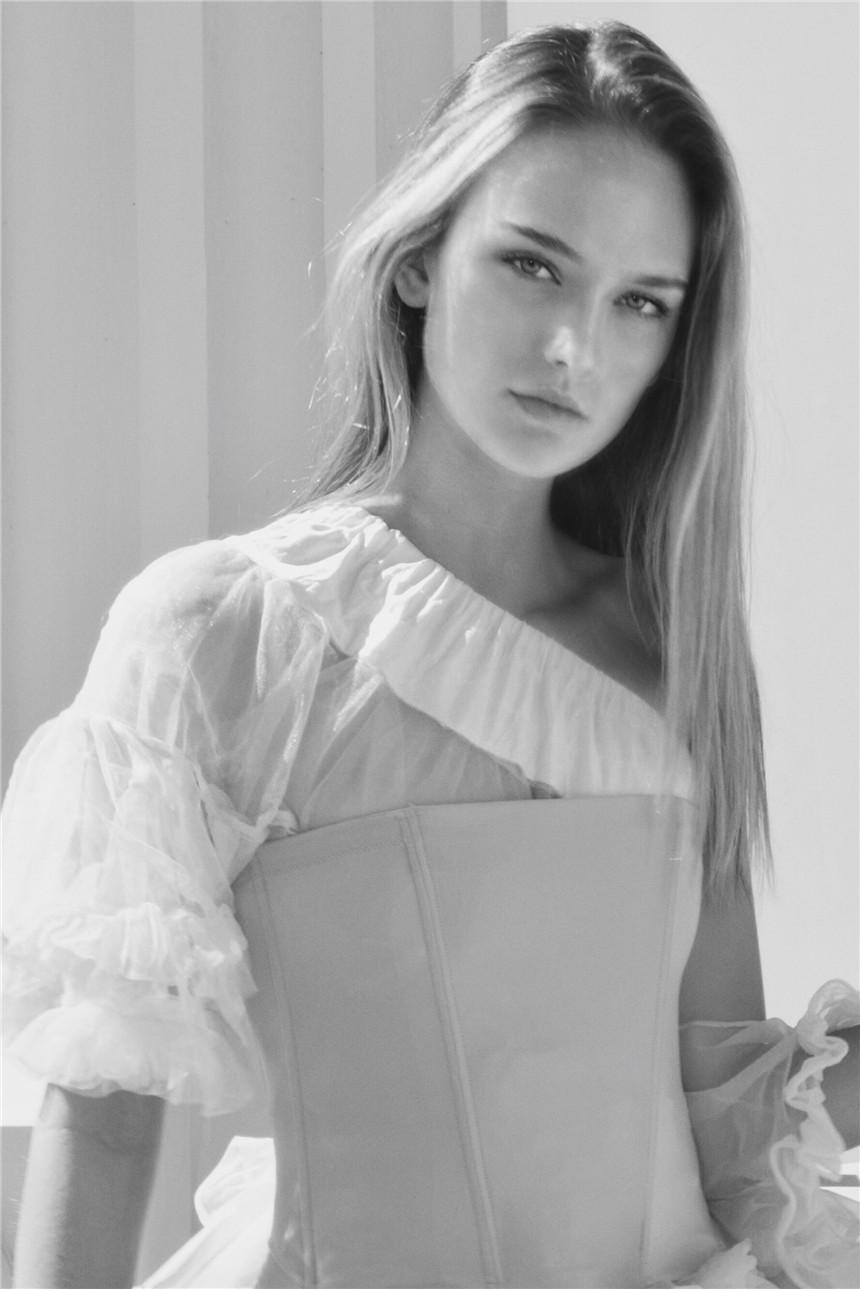 Claire-Delozier-by-Adams-Bellouis02.jpg
