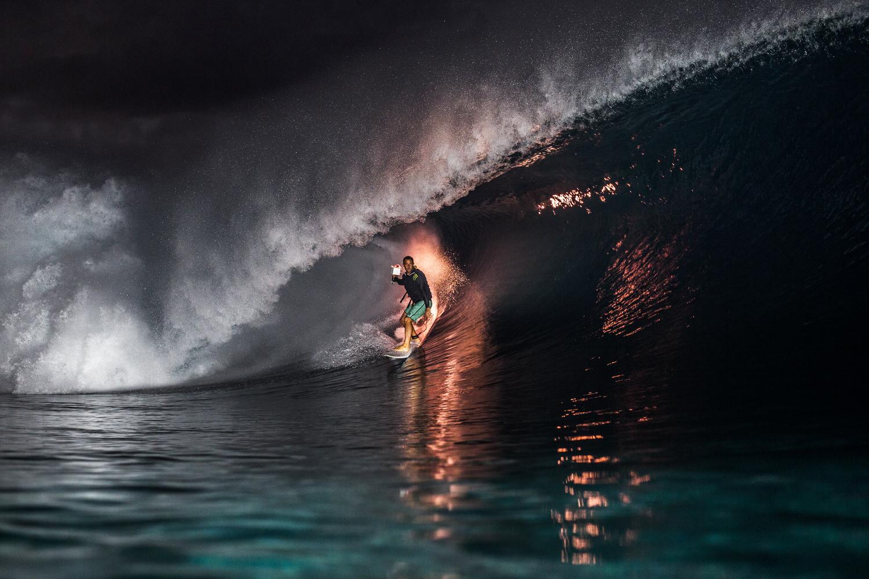 surfers001.JPG