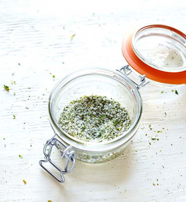 HOW TO MAKE CELERY SALT