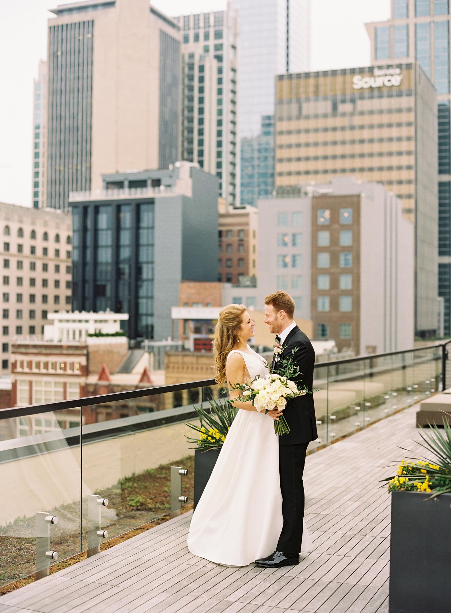 Nashville Wedding 21c Hotel and Museum-024.jpg