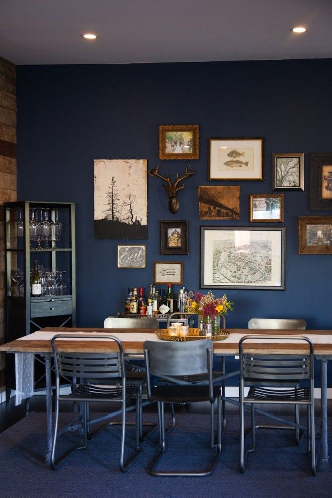 -via  theeffortlesschic.com  / The blue walls look fab with the art, the wood table and the industrial, metal chairs.