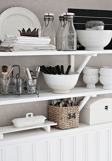 -via dreambookdesign.com / You can't go wrong with black and white. These shelves hold functional objects for everyday use, and yet are still visually pleasing.
