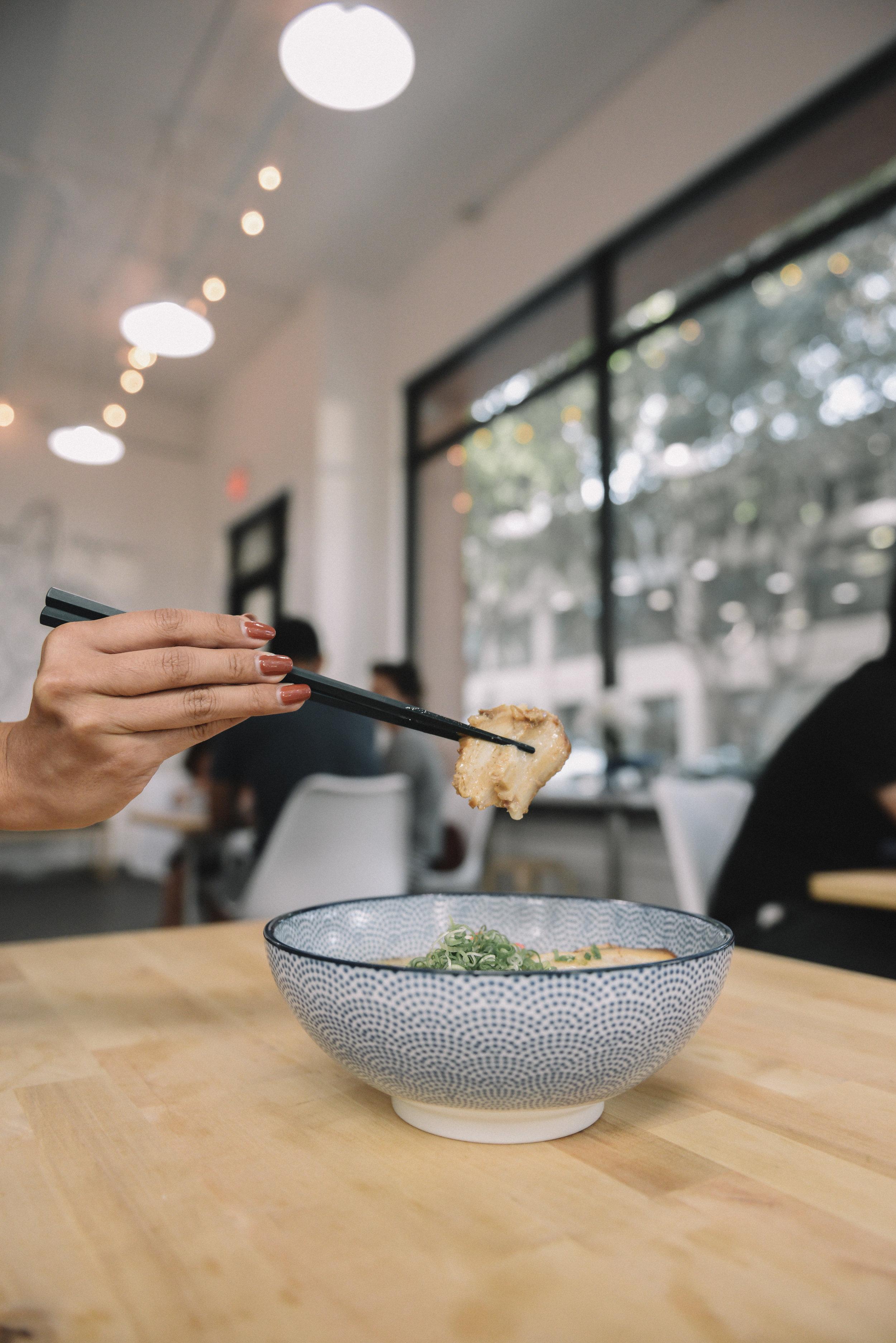 Again-Cafe-Chibiscus-Ramen-Pork