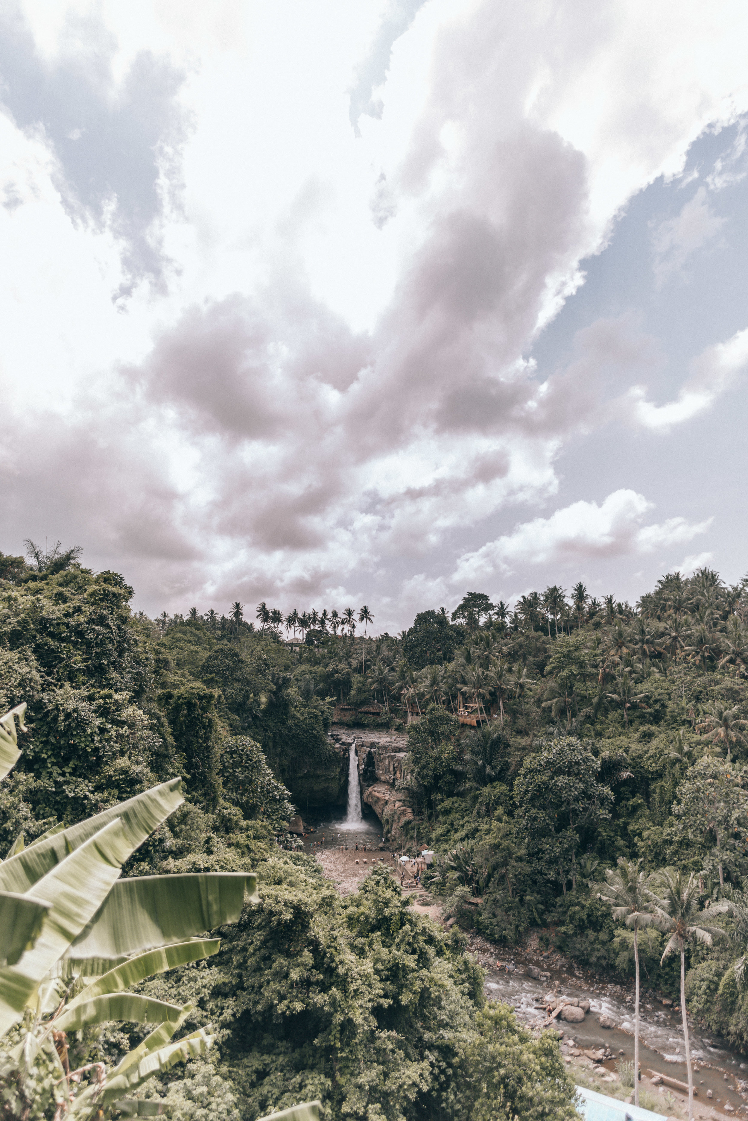 tegenungan-waterfall-by-lisa-linh