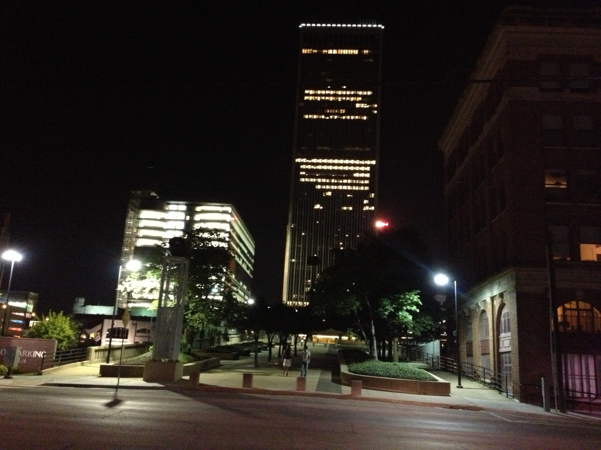 Tulsa BOKTulsa Tower at night