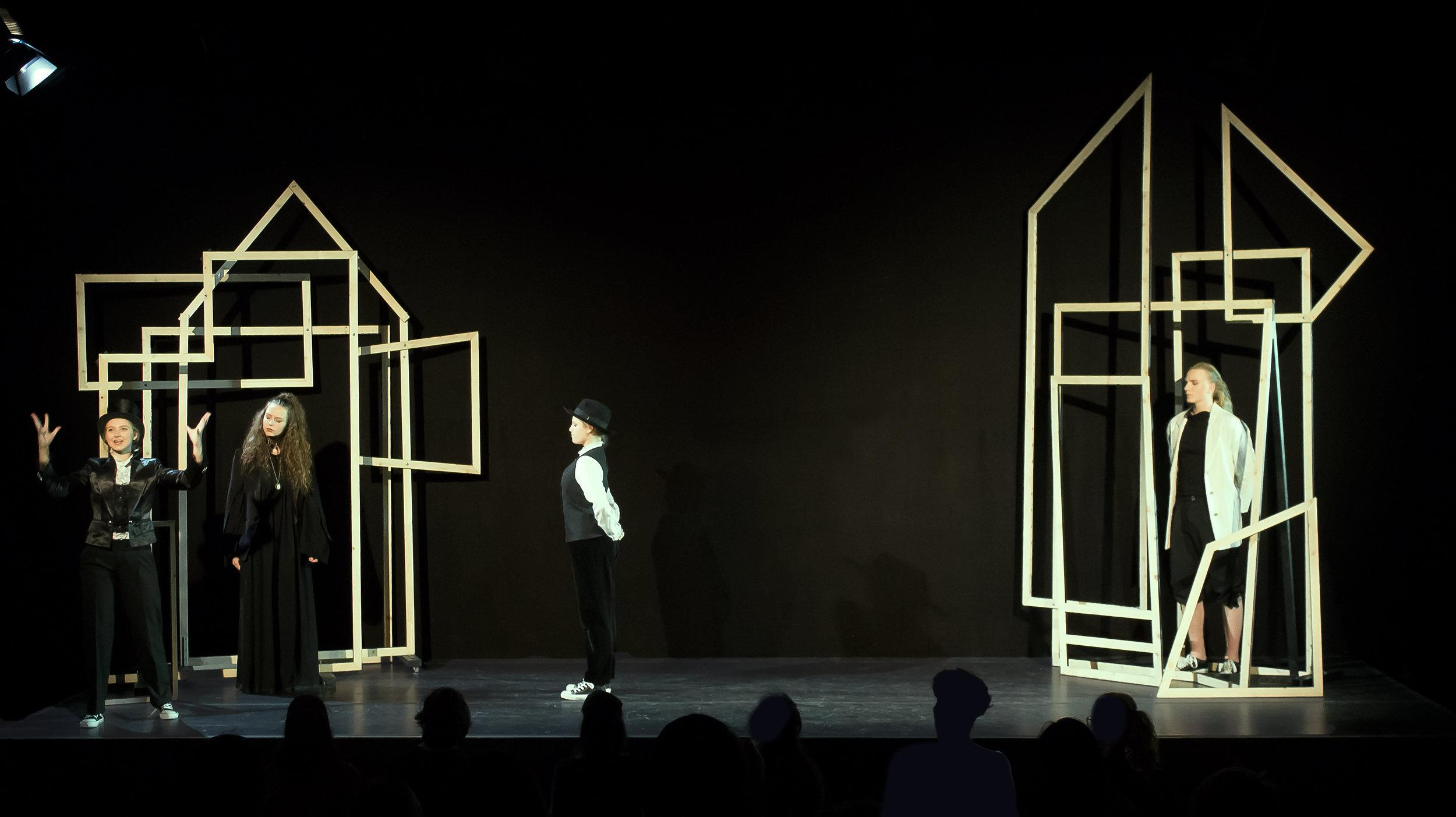 """Olivias Schloss und Orsinos Palast aus dem Stück """"Was ihr wollt"""" von Shakespeare"""