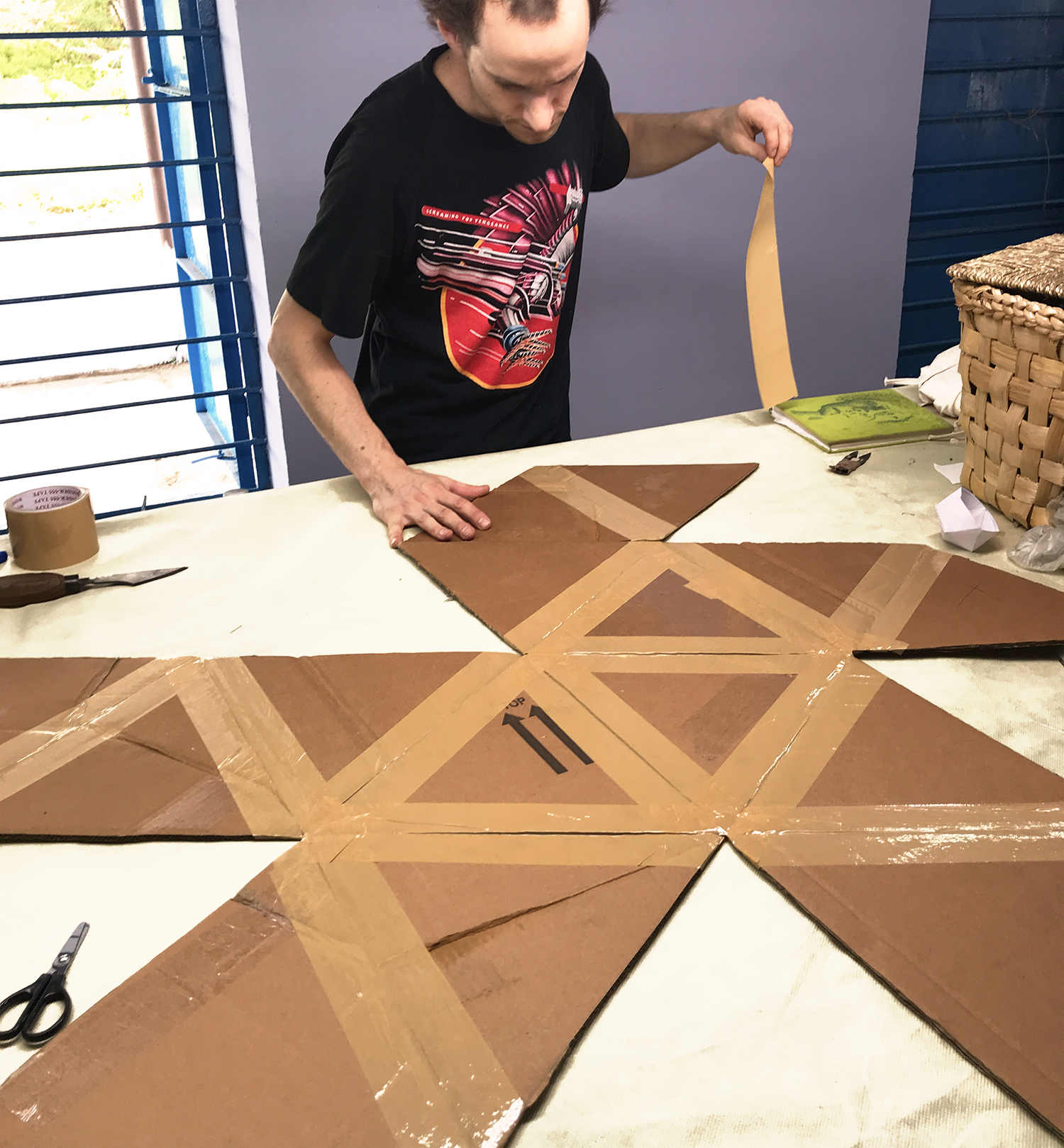 Step 2: Building a cardboard mould based on a icosahedron.
