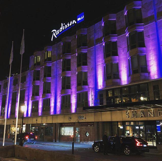Radisson i Göteborg har genomgått en stor renovering. Nu är även fasadbelysningen uppdaterad med X-Line RGB. #radisson #radissonblu #radisson_blu #gothenburg #göteborg #luxlight #led #xline #rgb