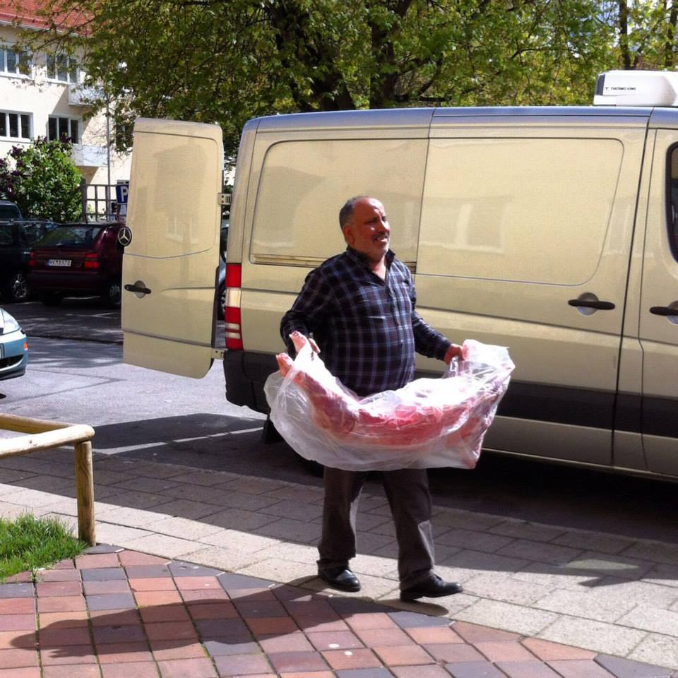 An immigrant butcher carrying meat in Malmö, Sevedsplan. Photo credits: César Ortiz