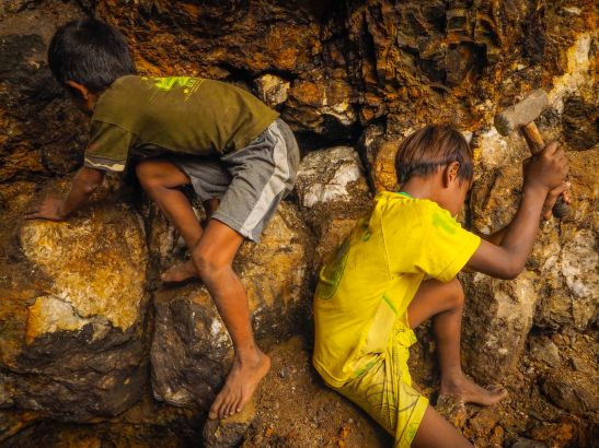 """""""We feel very healed mining these crystals!"""" Photo: pulitzercenter.org"""