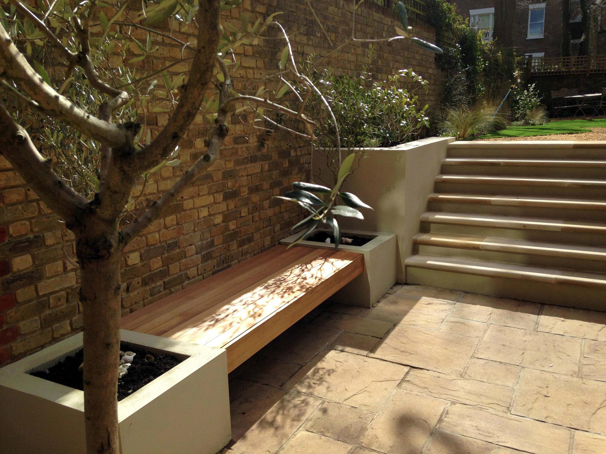 rendered-beds-cedar-bench---Gallagher-gardens---Landscaping-Oxford.jpg