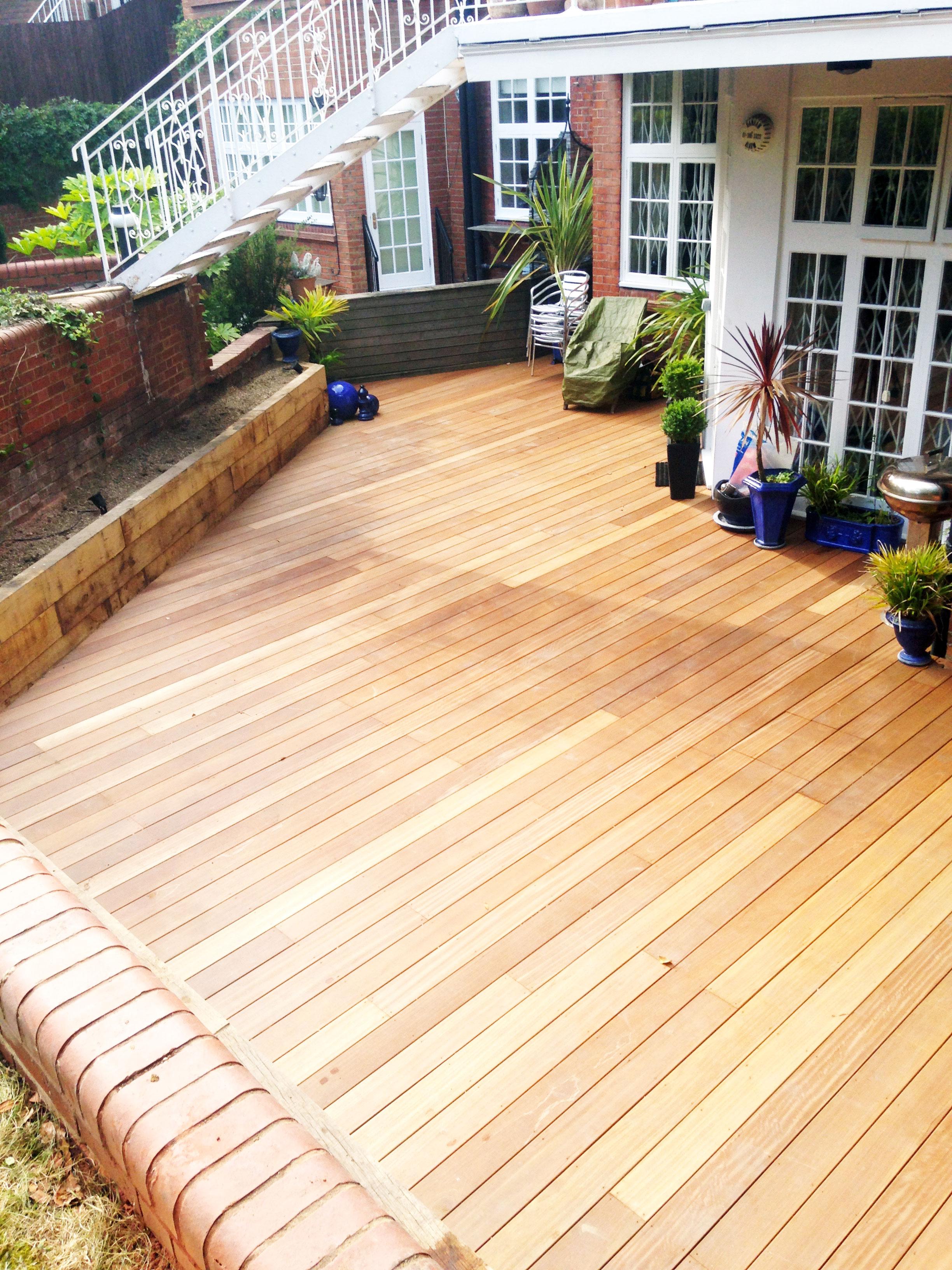 decking-3---Gallagher-gardens---Landscaping-Oxford.jpg