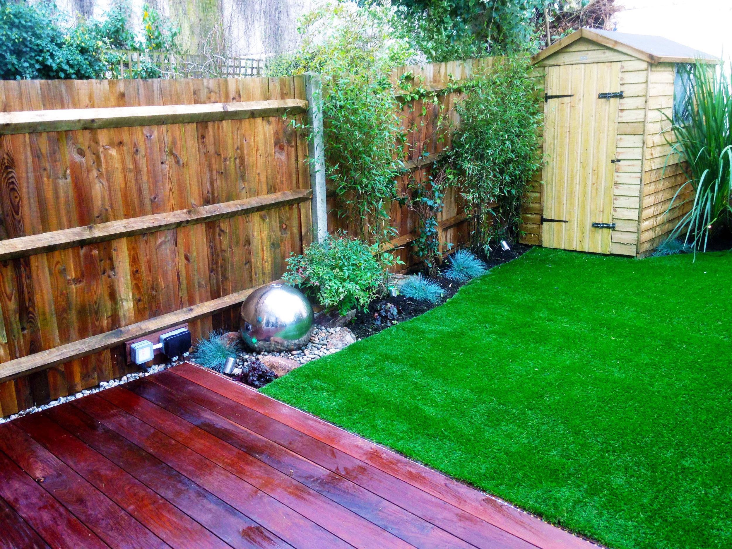 Decking-artificial-turf---Gallagher-gardens---Landscaping-Oxford.jpg