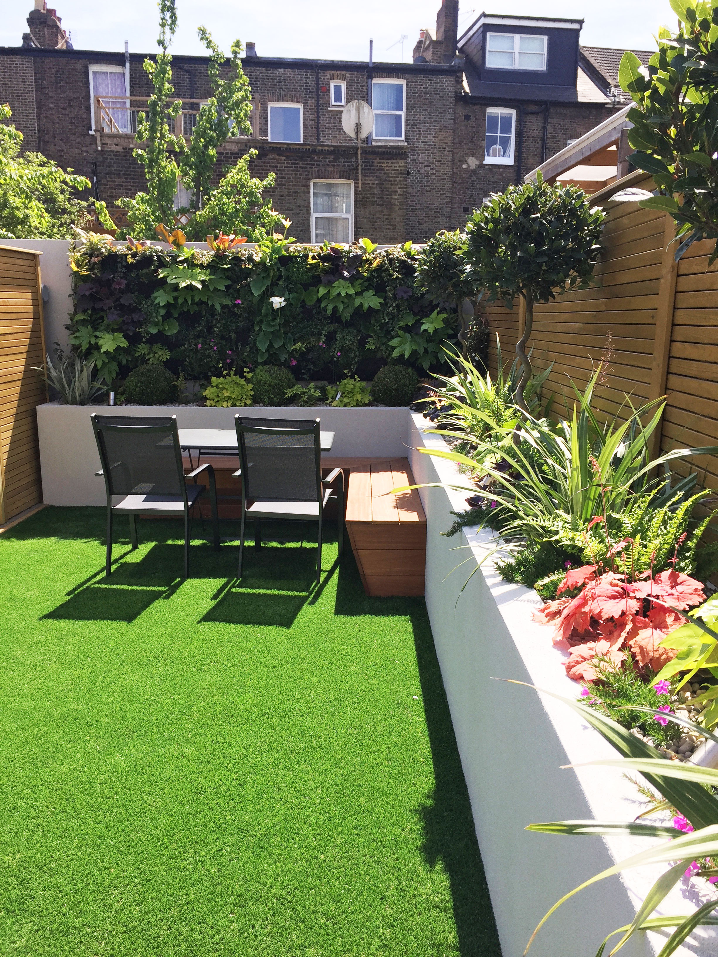 Living-wall-and-artificial-turf-Gallagher-gardens---Landscaping-Oxford.jpg