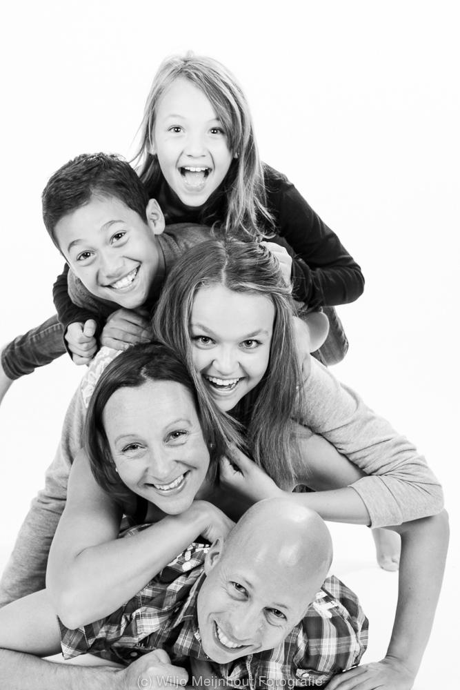 Een familiefoto hoeft niet saai te zijn !! :-)