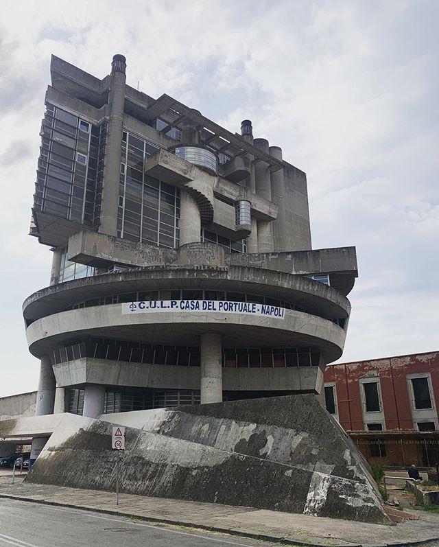 Casa del Portuale, Aldo Rossi 😱  #Napoli #CasadelPortuale #AldoRossi #AldoLorisRossi #brutalism #brutal #archi #architecture #archidaily #archdaily #brutalist