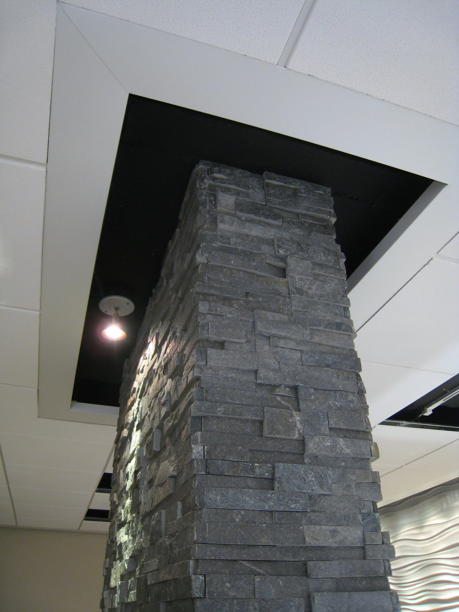 kodner jeweler stone column ceiling termination.jpg