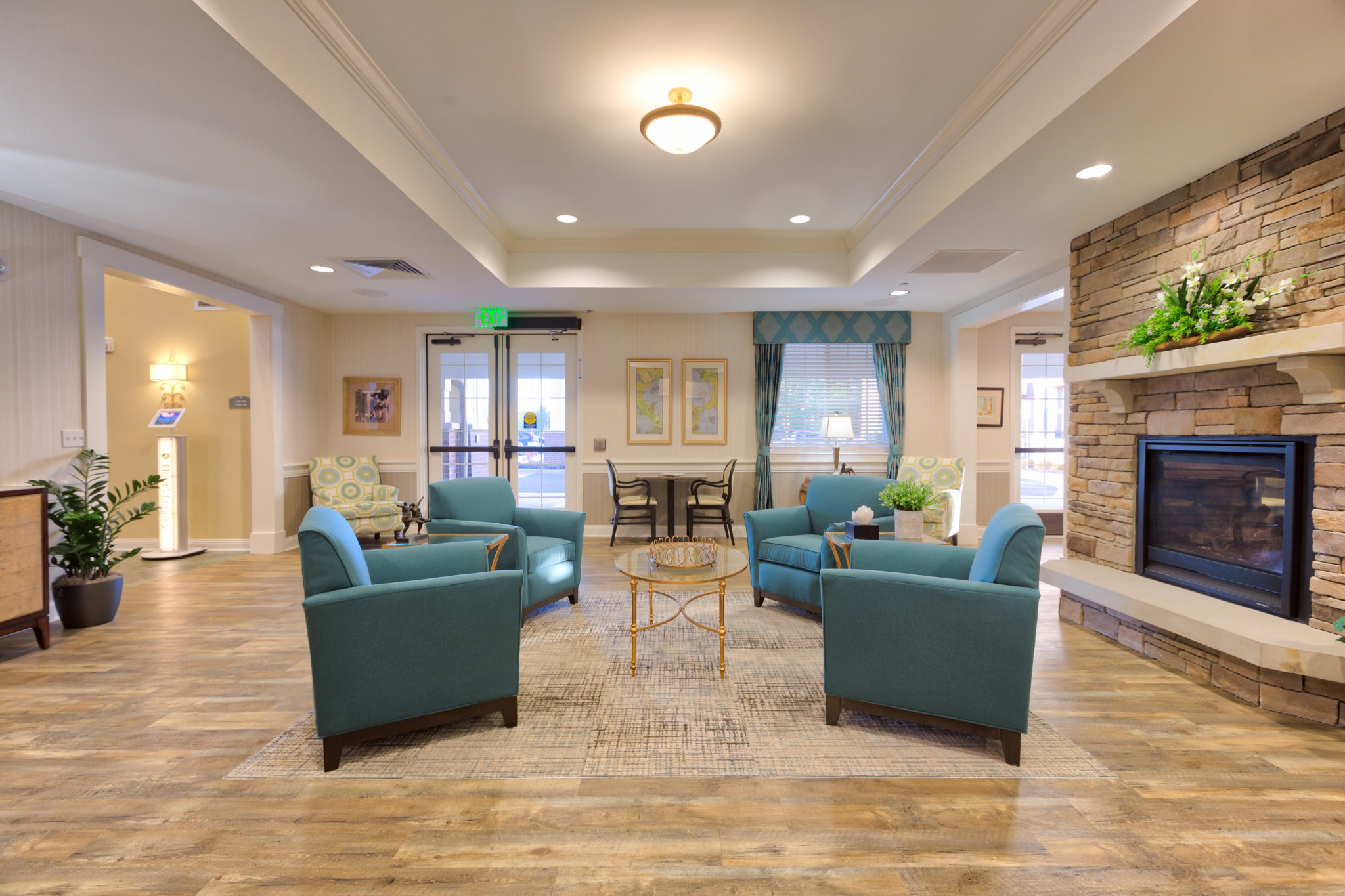 Sycamore Creek Independent Living Lobby Sitting Area.jpg