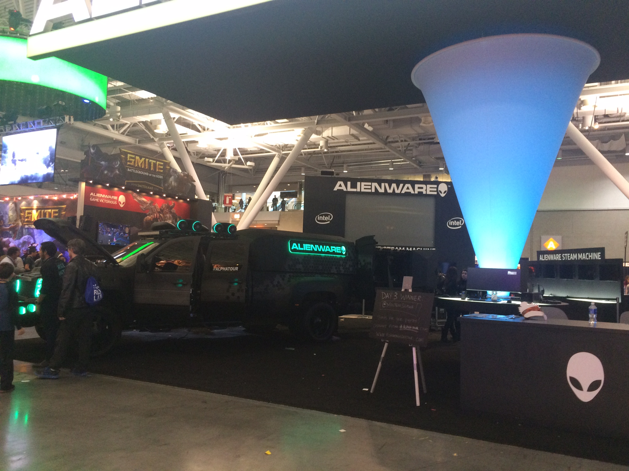 alienware booth pax east 2015