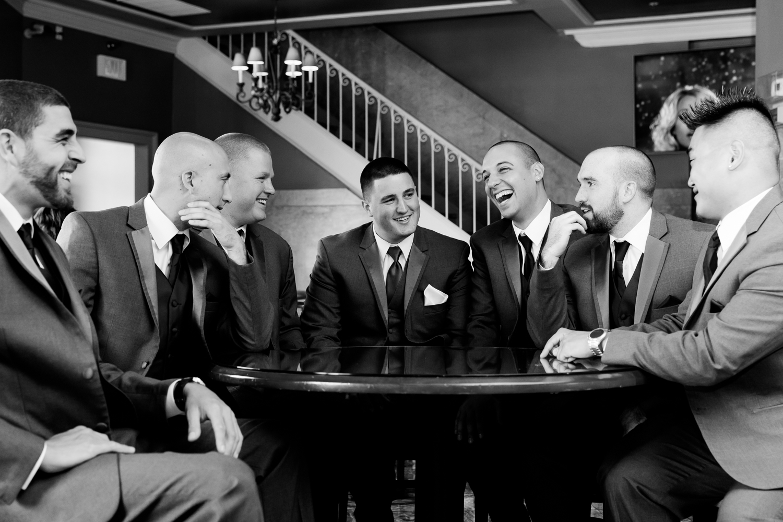 groomsmen_laughing