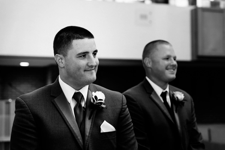 groom_sees_bride