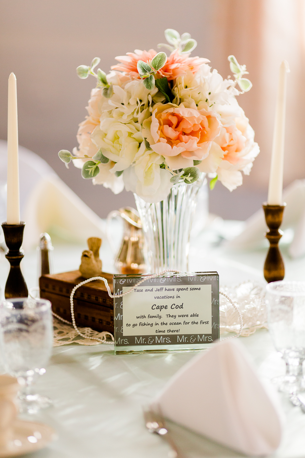 Floral centerpiece on wedding table.