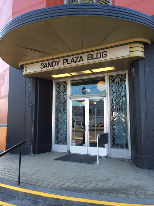 exterior of the sandy plaza - 1785 ne sandy blvd Portland Oregon