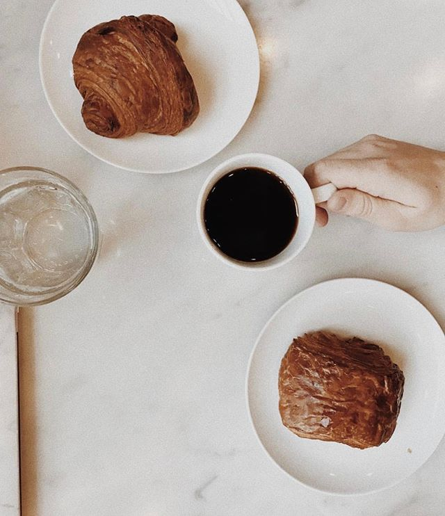 Imagine a place where coffee flows and the air is heavy with the aroma of bread and cookies. No, we're not describing your dreams...it's just @dozenbakerynashville. The Yandaro from Burundi pairs great with croissants. And pie. Or a sandwich. Okay, it pairs with everything.   📸: @jessicadimento 