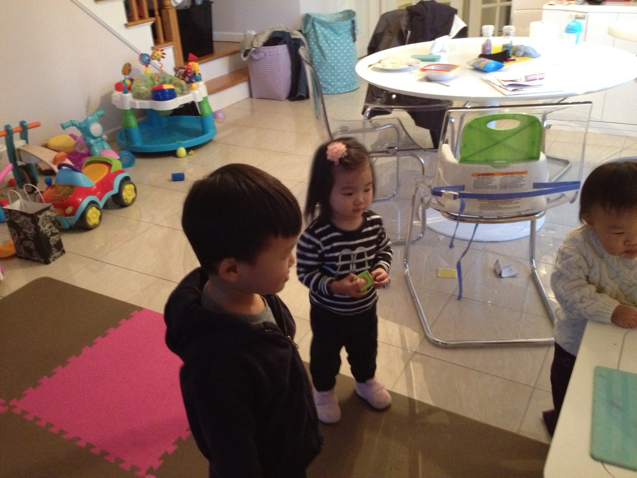 Kwon cousins! Watching and dancing to Frozen's Let it Go.
