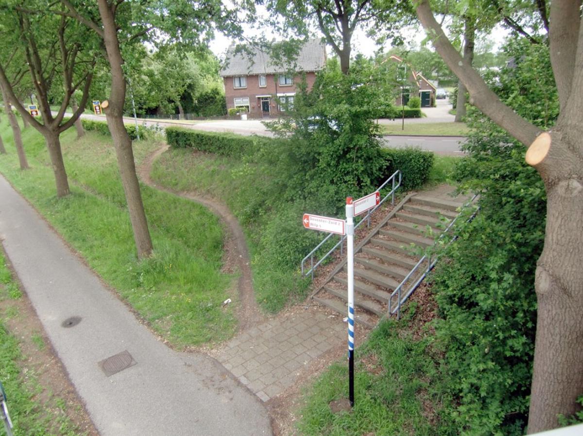 Source:http://designapplause.com/2011/desire-paths-lead-to-ergonomic-crosswalks/19989/