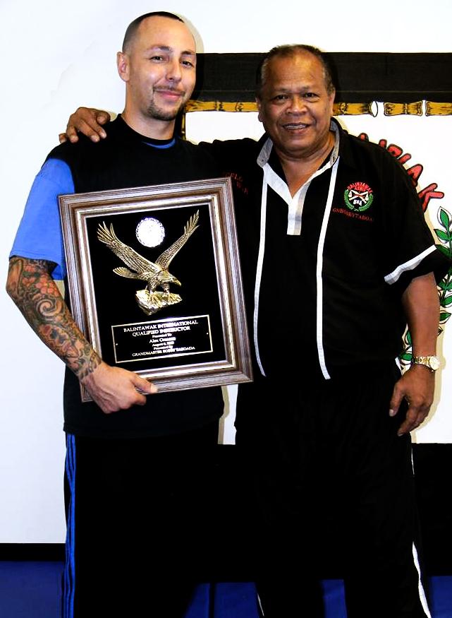 Guro Ormaza recieving his FQI plaque from Grand Master Taboada