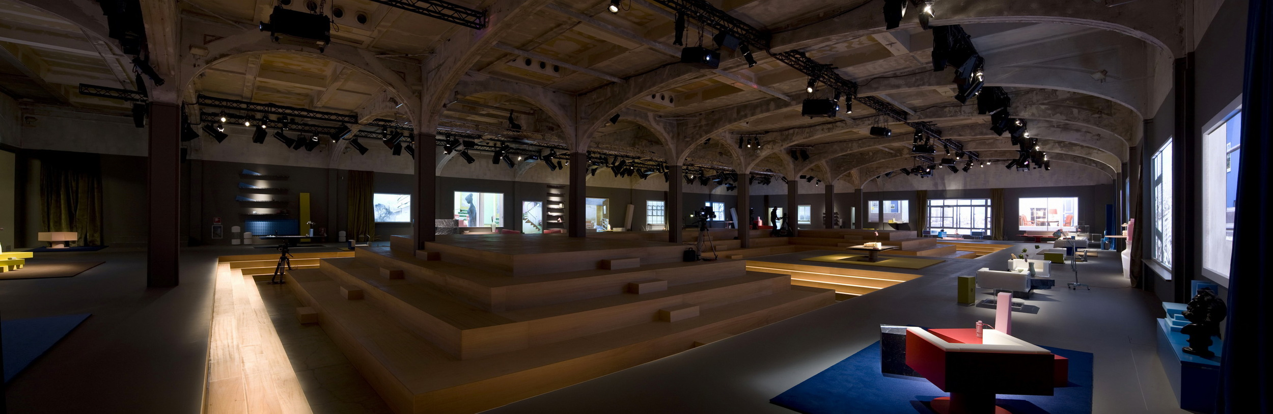 Prada Man FW13_panoramic view