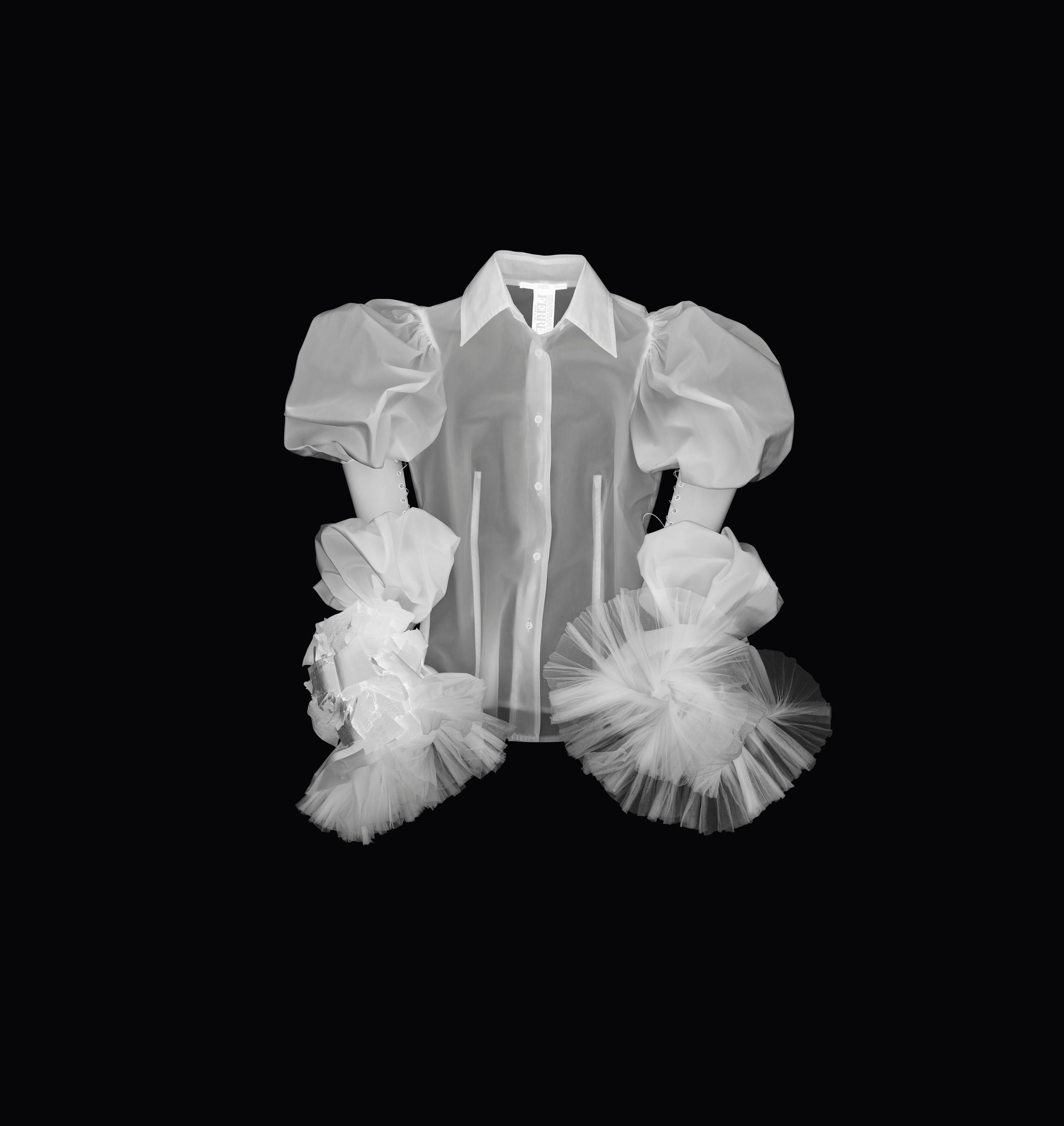 X-Ray simulation 'Orlando' shirt, Gianfranco Ferré Fall/Winter 2001 collection (Photography Leonardo Salvini)
