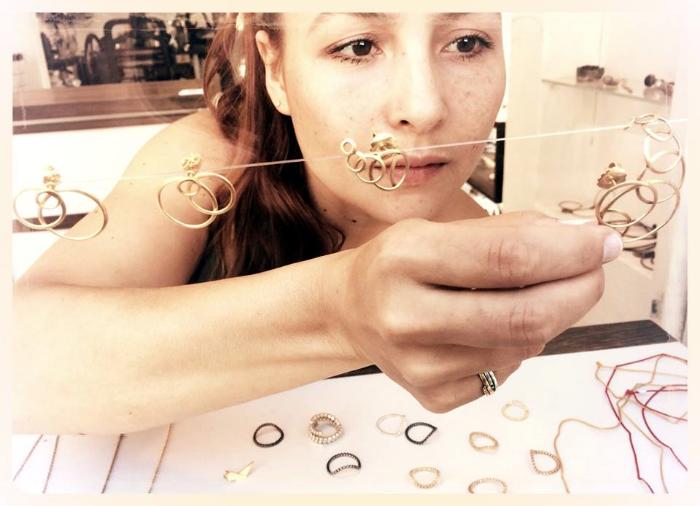 Lei Foo Jewelry - She who leaves a train og glitter i snever forgotten .jpg