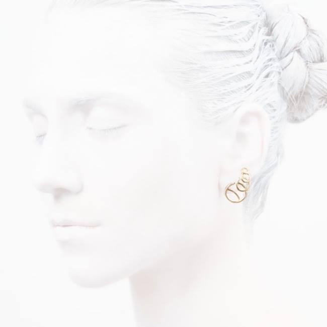 #thursdayturnon    #Fashion    #elegancyinwhite  #catwalkavenuebyandrea    #fasionshoot    #Ocollection  #LeifooJewelry    #fashionjewelry    #fashiongold