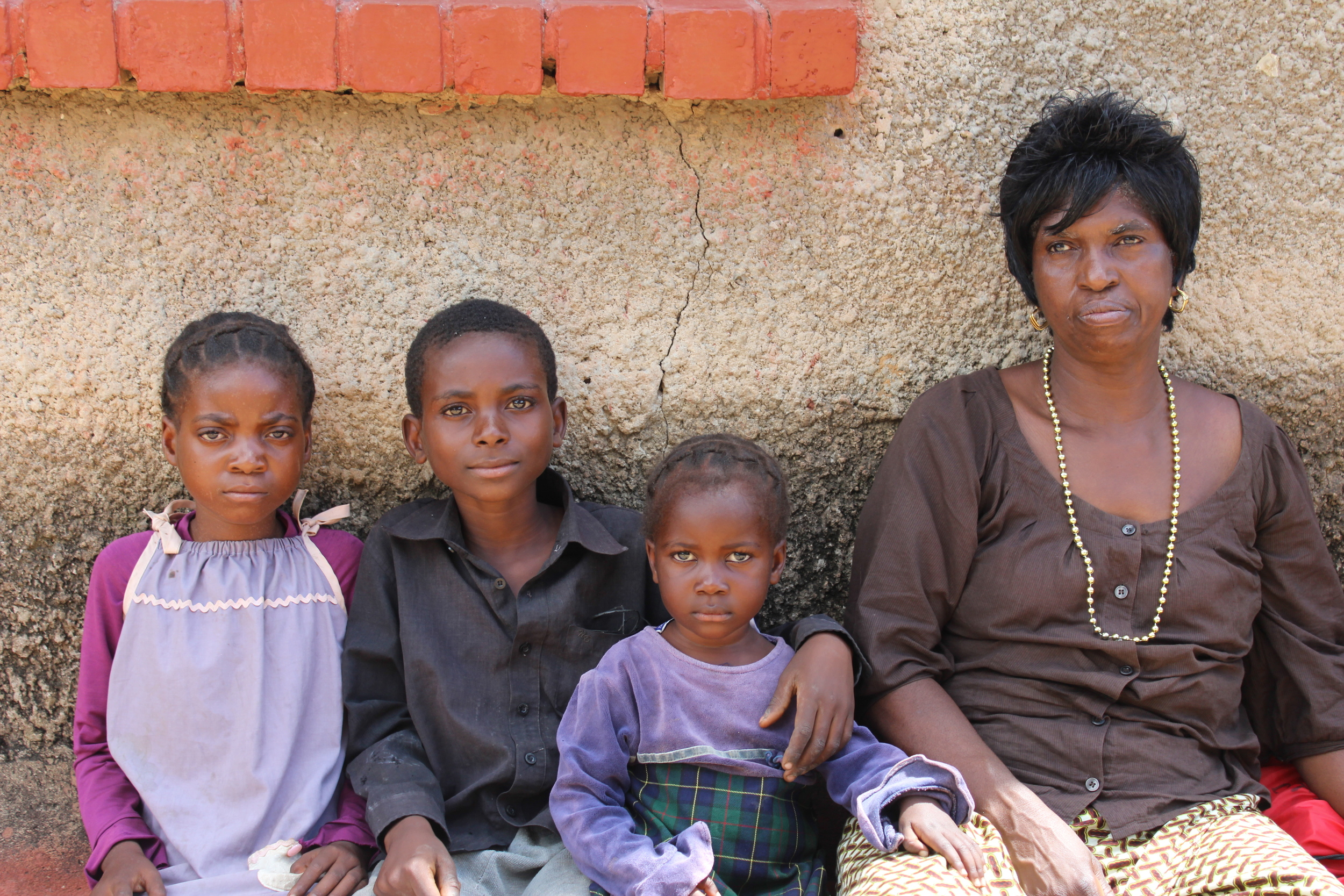 Three siblings and their care worker, Dorothea, who ensures that they are safe when alone, fed while their mother is away looking for work, and receive medical attention when they are sick. They look to her for help and she is their supporter and advocate.