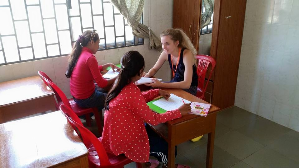 Kamerin Wiebe and two of her students during their English lessons.