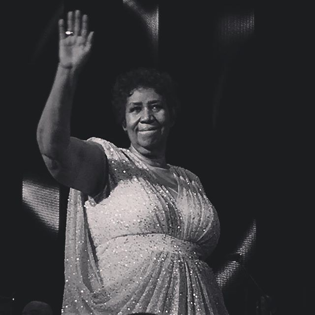 Aretha Franklin, Queen of Soul.  I say a little prayer for you. 💜 My sister and I grew up with Motown in the beat of our hearts.  Grateful we were able to see the 👑 in concert.  #iSayALittlePrayerForYou #respect #naturalwoman #rip #chainoffools #arethafranklin #motown #detroit #313 #instagood #instalove #instagram #queenOfSoul #casinowindsor #southdetroit #soul #YouMakeMeFeel #restinpeace @meighanvalero