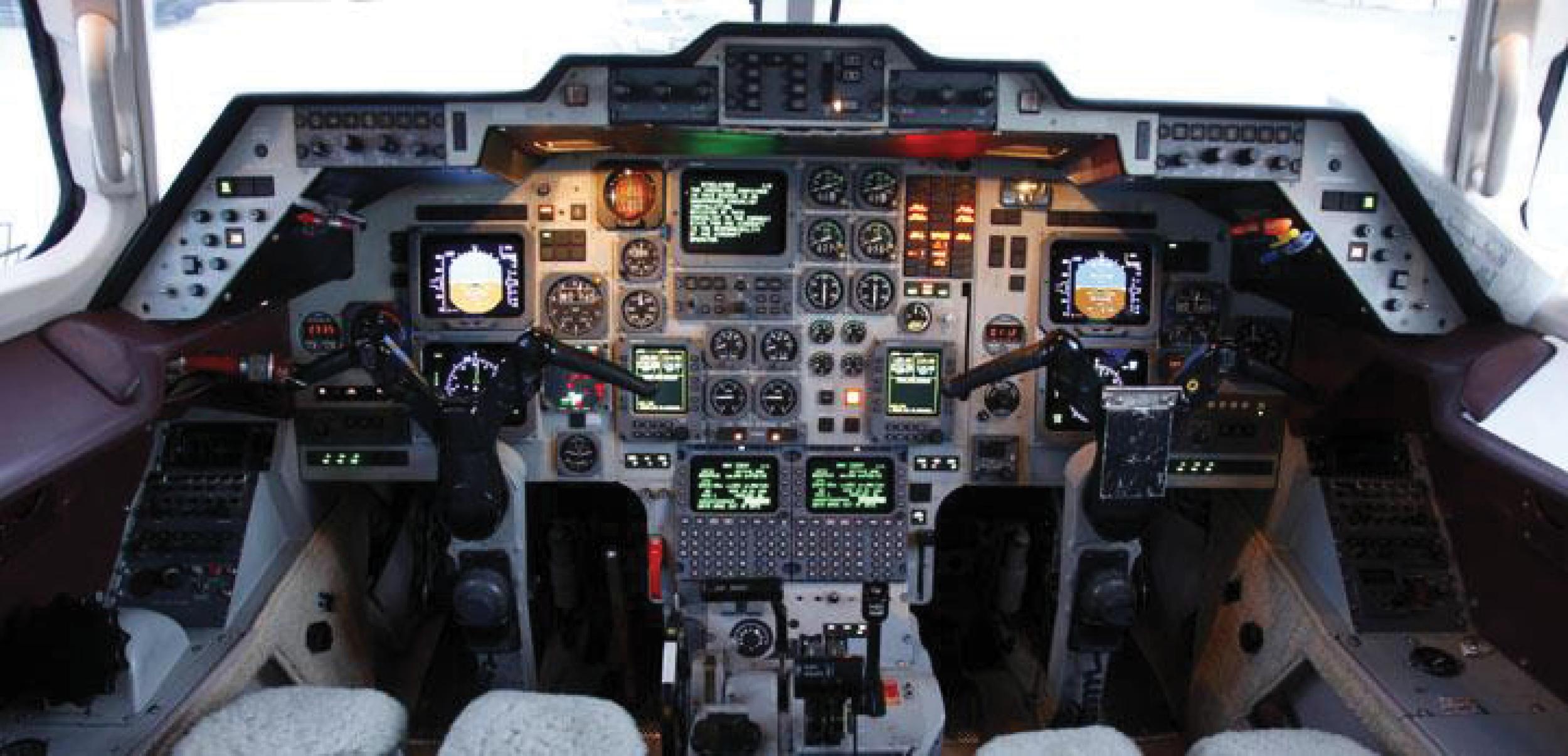 hawker_cockpit.jpg